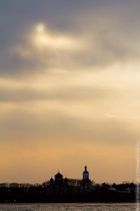Закат у храма Покрова на Нерли