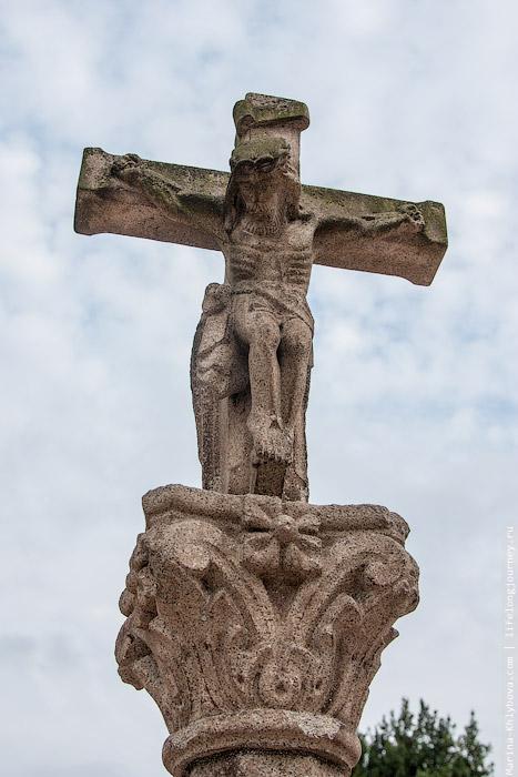 Крест возле альберго