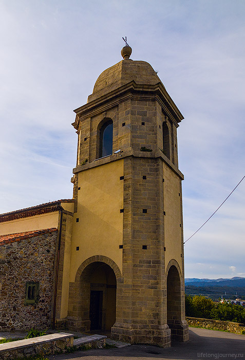 Старая церковь в Салинасе