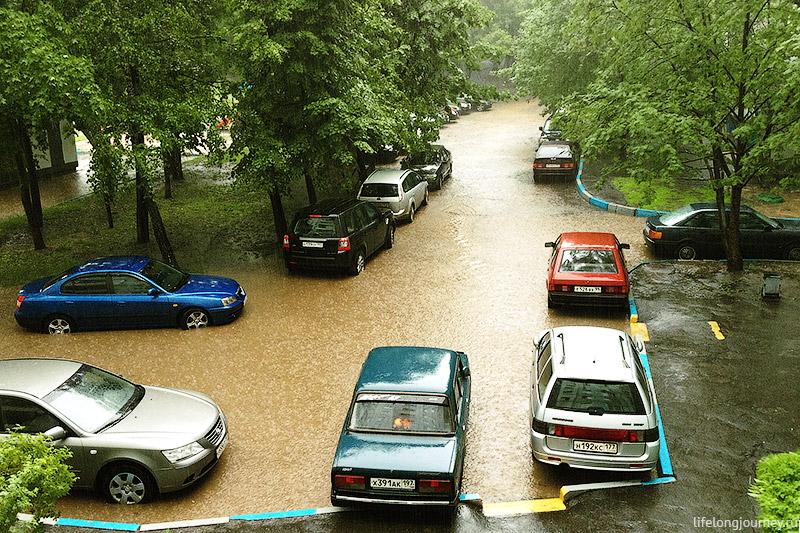 Летний сильный дождь в Москве