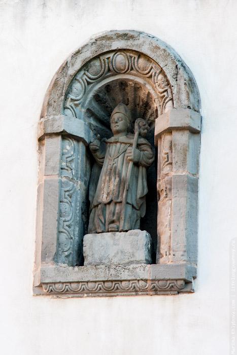Скульптура на церкви а Шото де Луиньи