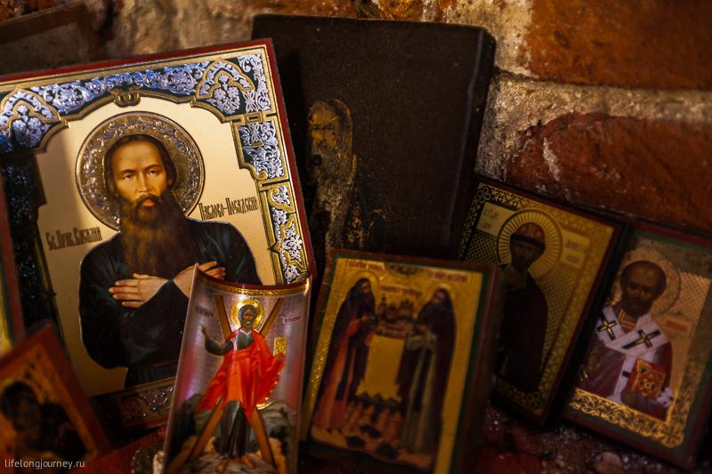 Иконки на алтаре в церкви Рождества Пресвятой Богородицы в Курилово