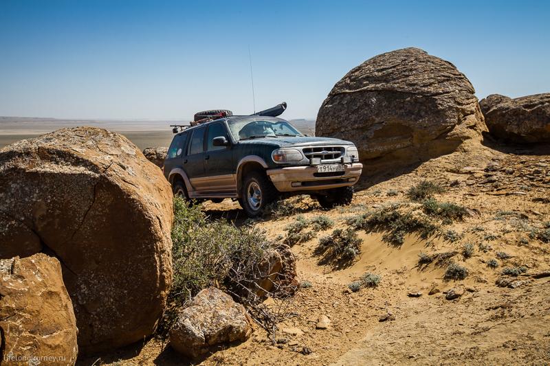 Форд между гигантских шаровых конкреций